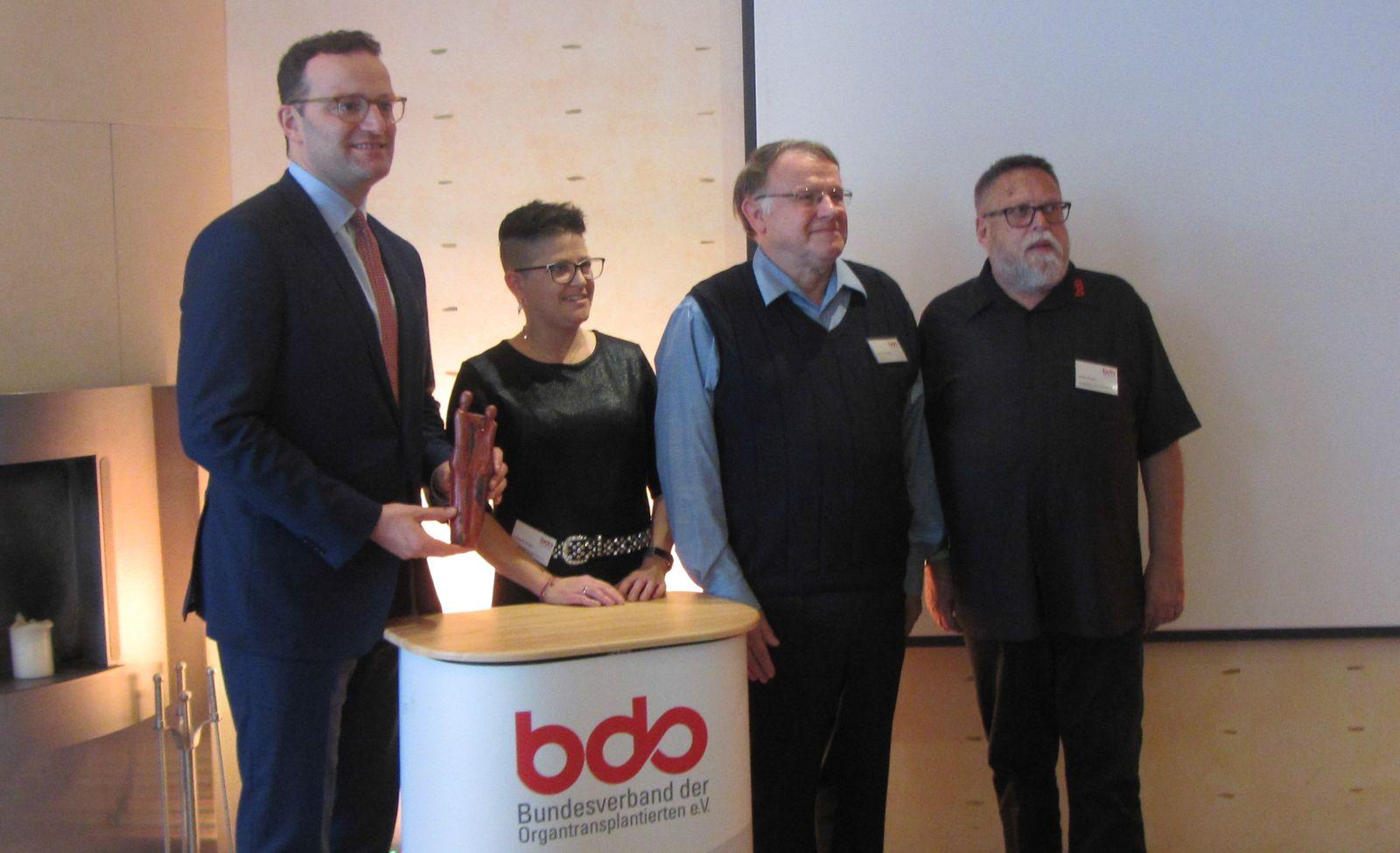 Minister Jens Spahn, Claudia Krogul (stellv. Vorsitzende), Hartmut Roestel (Schatzmeister) und Peter Fricke /BDO-Vorsitzender
